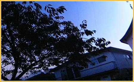 oct-19-09-refelction-off-escalade