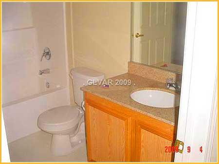 vegas-townhouse-bathroom